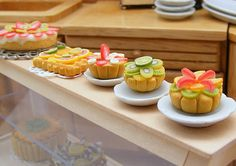 It's Crazy! Miniature Food, Miniature Dolls, Food Sculpture, Tiny Food, I Want To Eat, Mini Cupcakes, Food Dishes, Clay, Tarts