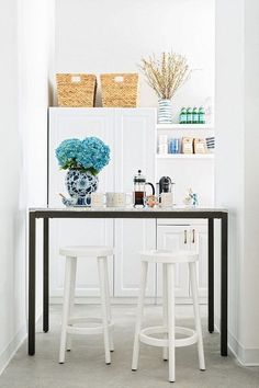 Decorating Small Spaces, Interior Decorating, Interior Design, Decorating Ideas, Interior Styling, Decor Ideas, Nautical Kitchen, Rustic White, Table And Chairs