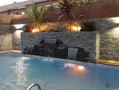 Piscinas con fuentes cascada y luces de colores fuentes for Piscinas pequenas con cascadas