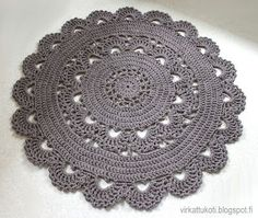 List of attractive matto virkattu ohje ideas and photos Carpet Crochet, Crochet Doily Rug, Crochet Cushions, Crochet Home, Knit Crochet, Crochet Patterns, Crochet T Shirts, Crochet Kitchen, Diy Earrings