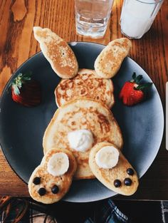 Pancakes Bunny Pancakes,Bunny Pancakes, Impressive Latte And It's Too Cute To Gefüllte Eier zu Ostern für ein leckeres Osterbrunch. Easter Recipes, Baby Food Recipes, Holiday Recipes, Cooking Recipes, Party Recipes, Easter Breakfast Recipes, Spring Recipes, Cute Food, Good Food
