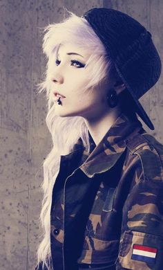 Find images and videos about hair, piercing and emo on We Heart It - the app to get lost in what you love. Pelo Emo, Pelo Multicolor, Emo Scene Hair, Long Scene Hair, Long Hair, Scene Bangs, Scene Kids, Cute Emo, Emo Girls