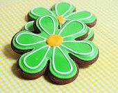 Flower Sugar Cookies - love the icing idea St Patrick's Day Cookies, Iced Cookies, Cookie Desserts, Holiday Cakes, Holiday Treats, Frosting, Icing, Flower Sugar Cookies, Simple Flowers
