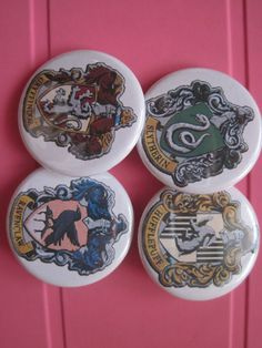 Handmade, harry potter pins , possible customize pins  For info: Gatta Bastrada Creazioni (facebook) https://www.facebook.com/pages/Gatta-Bastarda-Creazioni/237047259684340?ref=bookmarks