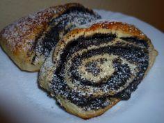 Mákos háromszögek – Sütivár Doughnut, Pancakes, Pork, Food And Drink, Sweets, Cookies, Meat, Breakfast, Bakken