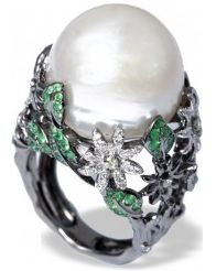 Mvee-BIJOUX DE LA MER-Apr.2013,Evoking the lush, beautiful gardens of the English countryside, this elegant ring highlights the soft glow of a single baroque pearl in a radiant garden of white diamonds and green tsavorite. Set in white gold.Dia: 0.54ct