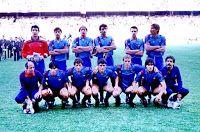 F. C. BARCELONA - Barcelona, España - Temporada 1985-86 - Urruticoechea, Gerardo, Schuster, Alexanco, Julio Alberto, Migueli; Mur (masajista), Carrasco, Víctor, Pedraza, Archibald, Marcos y Corbella (utillero) - F. C. BARCELONA 0, STEAUA DE BUCAREST 0 - En los penaltys gana el Steaua: 2 (Lacatus y Balint) a 0 (fallan Alexanco, Pedraza, Pichi Alonso y Marcos) - 07/05/1986 - Copa de Europa, final - Sevilla, estadio Ramón Sánchez Pizjuán - El Steaua gana su primer título,  mientras el Barça sigue c Fc Barcelona, Barcelona Football, Football Team, Messi, Dolores Park, Soccer, World, Breakfast Nook, Team Building