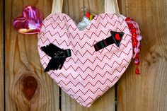 How to Sew a Heart Shaped Tote for Valentine's Day, with free downloadable pattern...