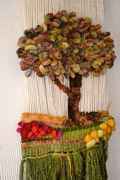 Tapestry Crochet, Tapestry Weaving, Loom Weaving, Weaving Wall Hanging, Stone Crafts, Knitting Designs, Wool Yarn, Textile Art, Fiber Art