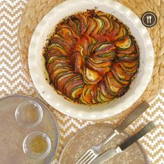 Vegetable tian is a great way to cook vegetables without messing around and making sure you eat healthy. The presentation of this dish is so striking that your diners are going to make the wave and be Raw Food Recipes, Veggie Recipes, Vegetarian Recipes, Healthy Recipes, Good Food, Yummy Food, Ratatouille, Food Videos, Salads