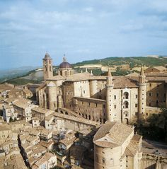 Ducal Palace, Urbino (Pesaro), Italy. Begun around the mid-XV c.; architects: Maso di Bartolomeo, Luciano Laurana and others. Donato Bramante, who was a native of the area, might have contributed too. Aerial view of the complex.