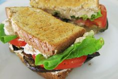 sweet & smoky BLT with sriracha vegenaise #vegan