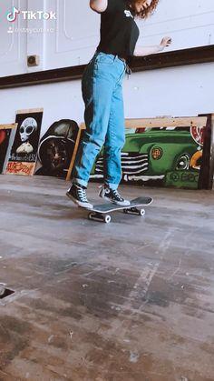 Beginner Skateboard, Skateboard Videos, Penny Skateboard, Skateboard Design, Skateboard Girl, Skateboard Pictures, Skate 3, Skate Girl, Skate Style Girl