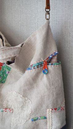 How to understand crochet basics Patchwork Bags, Quilted Bag, White Tote Bag, Craft Bags, Linen Bag, Clothes Crafts, Fabric Bags, Cloth Bags, Handmade Bags