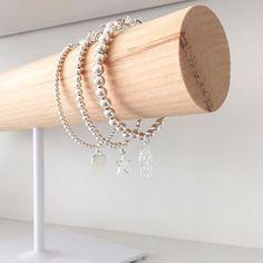Vanaf nu kun je de mama armband Basic Beads ook in maat 6mm bestellen. Lekker chunky aan je pols een mooie mix met de andere maatjes. Wat is jouw favoriet? 3, 4 of 6mm? Beads, Bracelets, Gold, Jewelry, Wristlets, Beading, Jewlery, Jewerly, Schmuck