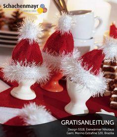 Eine witzige Dekoidee für Ihr Adventsfrühstück sind diese Nikolausmützen-Eierwärmer aus Schachenmayr #MerinoExtrafine120Wolle und Schachenmayr #BraziliaWolle. Im Nu hergestellt, peppen sie jeden Frühstückstisch auf.
