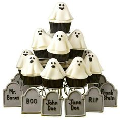 Ghosts in the Graveyard Cupcakes - What a hauntingly delicious scene! It's perfect for Halloween parties and get-togethers. Brownie pop ghosts baked with our Brownie Pops Silicone Mold sit atop iced cupcakes. Halloween Goodies, Halloween Trick Or Treat, Halloween Ghosts, Holidays Halloween, Halloween Treats, Halloween Parties, Halloween Trivia, Diy Halloween, Happy Halloween