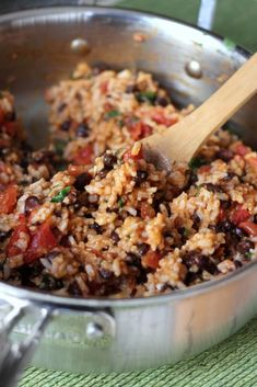 Mexican Tomato Rice and Beans Recipe Main Dishes with brown rice, diced… (Cheap Easy Meal Black Beans) Mexican Dishes, Mexican Food Recipes, Vegetarian Recipes, Cooking Recipes, Healthy Recipes, Mexican Beans Recipe, Easy Rice And Beans Recipe, Healthy Brown Rice Recipes, Vegan Black Bean Recipes