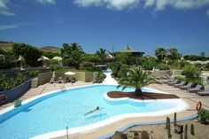 Fuerteventura. Ein traumhaftes All-Suites-Hotel, mit einzigartiger Terassenförmiger Anlage. Etwas außerhalb der Ortschaft, aber zur Besichtigung der verschiedensten Sehenswürdigkeiten ist sowieso ein Auto sinnvoll. Wer weiß, ob mein Gästemagazin noch verwendet wird ;-) Risco del Gato