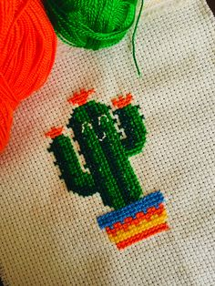 Cactus Cross Stitch, Indoor Cactus, Cactus Cactus, Diy Coasters, Simple Embroidery, Modern Cross Stitch Patterns, Free Printables, Cactus Painting, Canvas