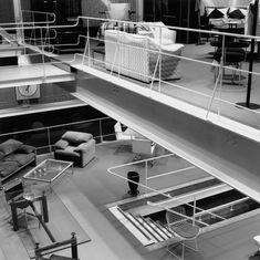 Handrails <3  Loja Forma, vista interna. Arquiteto Paulo Mendes da RochaFoto Nelson Kon