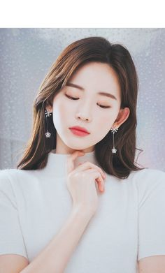 Portrait Poses, Female Portrait, Beautiful Girl Image, Beautiful Asian Girls, Aesthetic People, Korean Fashion Trends, Asia Girl, Jewelry Case, Blue Earrings