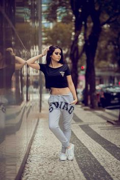 Girl street swag style crop black T-shirt casual swag trouser white sneaker Portrait Photography Poses, Photo Poses, Fashion Photography, Teenage Photography, Poses Modelo, Urban Look, Foto Casual, Mo S, Swag Style