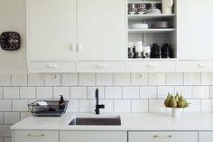 Uusi keittiö - bakeliittiset sähköosat - Maiju Saw