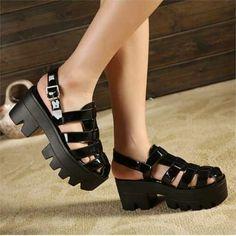 sandalias plataformas negras, re lindaaaaas:)
