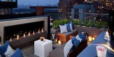 Rooftop design is one of the much talked about exteriors of the house and should not be missed. The rooftop design of the house and its material completeness have an important role in the construct… New York Rooftop Bar, Rooftop Bars Nyc, Rooftop Restaurant, Rooftop Terrace, Outdoor Spaces, Outdoor Living, Outdoor Decor, Terrasse Design, Rooftop Design