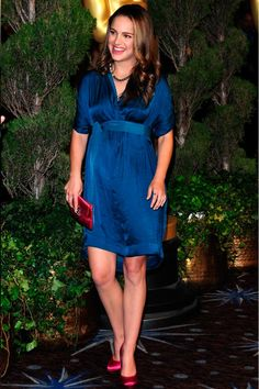 Finding a solid colored dress that can be dressed up or down is a good investment.  #maternity