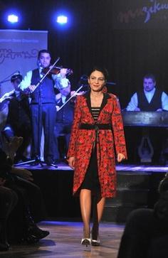 Divatbemutató is volt a fővárosi roma kultúra ünnepén. Fotó: MTI (galéria)