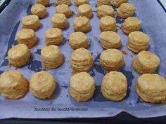 Pogacele cu jumari - Bunătăți din bucătăria Gicuței Muffin, Food And Drink, Cookies, Breakfast, Desserts, Crack Crackers, Morning Coffee, Tailgate Desserts, Deserts
