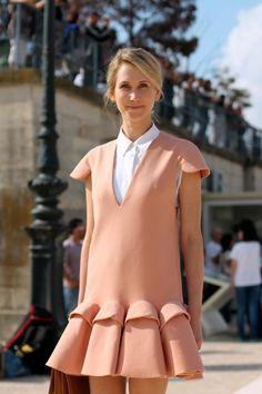 Delpozo shift. Paris At: http://www.trendencias.com/street-style/street-style-semana-de-la-moda-de-paris-chanel-y-valentino-son-muy-grandes (Accessed on 15.12.14)