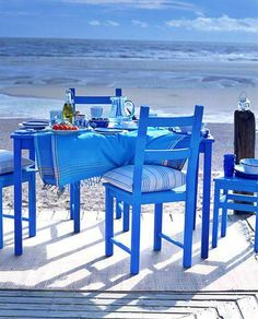 At the beach house - blue table. Reminds me of Greece. Coastal Living, Coastal Decor, Coastal Entryway, Modern Coastal, Coastal Cottage, Coastal Style, Love Blue, Blue And White, Color Blue