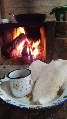 Coffee Bread, Coffee Cafe, Coffee Shop, Good Morning Msg, Cabin In The Woods, Coffee Photos, Drink Table, Coffee And Books, Jolie Photo