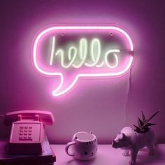 Hello Neon Light - Your wall needs this. You will never receive a more cheerful greeting than the perfect glow of this neon hello, a luminous sign that all is well and you are welcome. Solar Powered Lights, Solar Lights, Neon Wallpaper, Pattern Wallpaper, Watch Wallpaper, Arte Marilyn Monroe, Unusual Presents, Neon Room, Neon Aesthetic