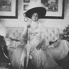 Tsarina Alexandra of Russia = Look at her poor face, the face of depression.