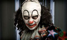 "These random clown attacks could also stem from TV shows, such as the recent ""Twisty"" the killer clown featured on the American Horror Story. Clown Film, Circus Clown, Clown Scare, Creepy Clown, History Of Clowns, Steve Pemberton, Reece Shearsmith, Clown Images, English Comedy"