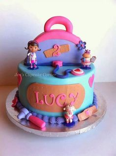 Doc McStuffins cake.....my Ari would love this one!
