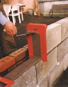 Tool that will simplify the work on the construction field now you can use it. This is easy project that can be made as DIY project and will help a Cement Tools, Concrete Projects, Cool Tools, Diy Tools, Concrete Block Walls, Brick Laying, Brick Construction, Diy Home Repair, Brickwork