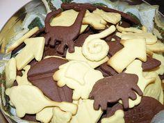 Omlós keksz | Vegyes saláta Bakery Recipes, Cooking Recipes, Gingerbread Cookies, Easter, Food, Tea, Kitchen, Gingerbread Cupcakes, Cooking