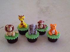 Nesse blog vou mostrar um pouco do meu trabalho. Faço cupcakes, doces modelados, mini bolos, pão de mel e também faço lembrancinha para chá de bebê, maternidade, aniversário etc.
