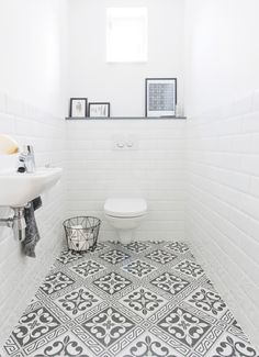 Bathroom Color Ideas With the Most Likes (COMPLETE) Dreaming House - Wohnkultur // Badezimmer im Erdgeschoss - Bathroom Decor Bathroom Styling, Bathroom Interior Design, Interior Ideas, Best Bathroom Paint Colors, Ideas Baños, Bad Styling, Small Toilet Room, Downstairs Toilet, Bathroom Flooring