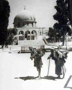 The water sellers on Temple Mount -Jerusalem - Palestine Palestine History, Israel Palestine, Jerusalem Israel, Terra Santa, Visit Israel, Dome Of The Rock, The Beautiful Country, Holy Land, Islamic Art