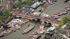 Grote drukte in Amsterdam tijdens Canal Parade | NU - Het laatste nieuws het eerst op NU.nl