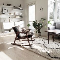 Hope the sun soon will shine in my livingroom again! Pretty please! Happy Friday everybody ♡ #latergram from a sunny day.