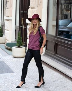 Great casual minimalistic look topped off with an awesome hat