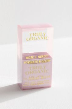 Beauty Products: Find Fresh New Arrivals Truly Organic Hydrate + Glow Facial Wipe Pack Skincare Packaging, Cosmetic Packaging, Beauty Packaging, Brand Packaging, Design Packaging, Packaging Ideas, Label Design, Package Design, Makeup Package