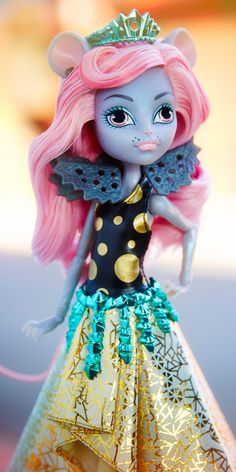 Mouscedes King Boo York, Boo York Monster High Doll, 2015 (I have her) - She is the daughter of The Rat King, & Boo York royalty. She's a rabid shopper with a talent for finding all the best sales. Her freaky flaw is that she's lactose intolerant. Her favorite activity is any kind of dancing. Her pet peeve is the stigma against rats. She used to be embarrassed to be the Rat King's daughter, but now she knows that being a monster princess rules.